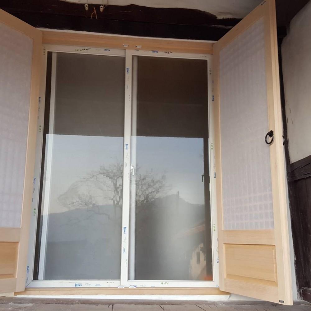 전통문만 설치하면 겨울철 추위로 인하여 고생을 하기 때문에 내부에는 단열을 목적으로 하이샤시 창을 설치하였답니다