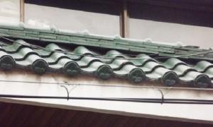 노후단독주택 리모델링- 태풍으로 떨어진 경사지붕의 기와 철거후 아스팔트 슁글 교체